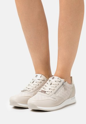DJANA - Sneakersy niskie - sand