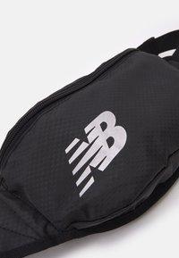 New Balance - IMPACT RUNNING WAIST PACK UNISEX - Bum bag - black/silver - 3