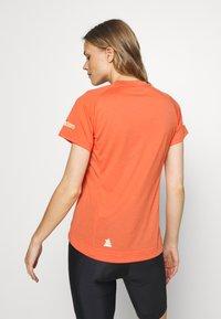 Zimtstern - PUREFLOWZ - Print T-shirt - living coral/florida keys - 2