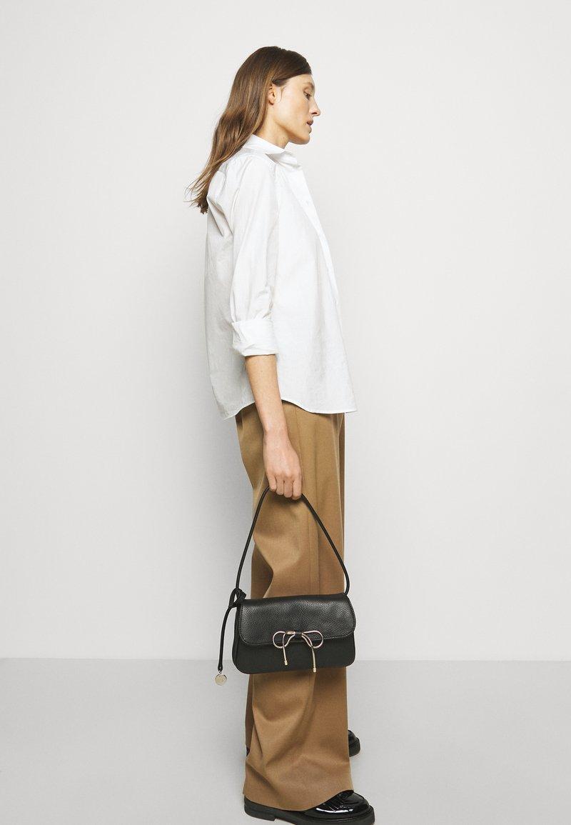 Red V - SHOULDER BAG - Handbag - nero