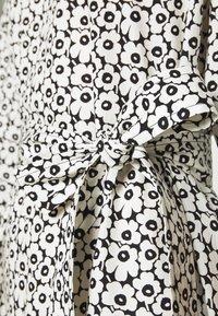 Marimekko - IHMETYS PIKKUINEN UNIKKO DRESS - Day dress - black/off-white - 5