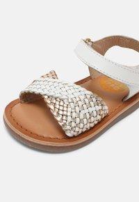 Gioseppo - DEVANLAY - Sandals - blanco - 6