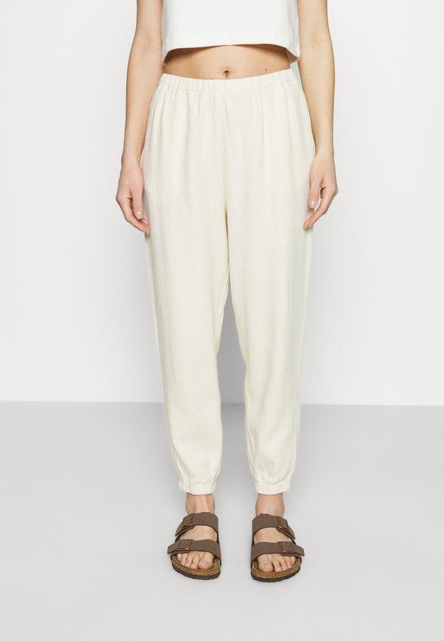 KYOBAY - Spodnie materiałowe - naturel