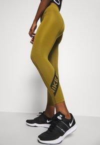Nike Performance - 7/8 TROMPE  - Tights - olive flak/black - 3