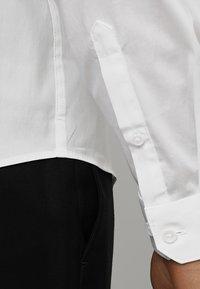 Lindbergh - TUXEDO SLIM FIT - Zakelijk overhemd - white - 5