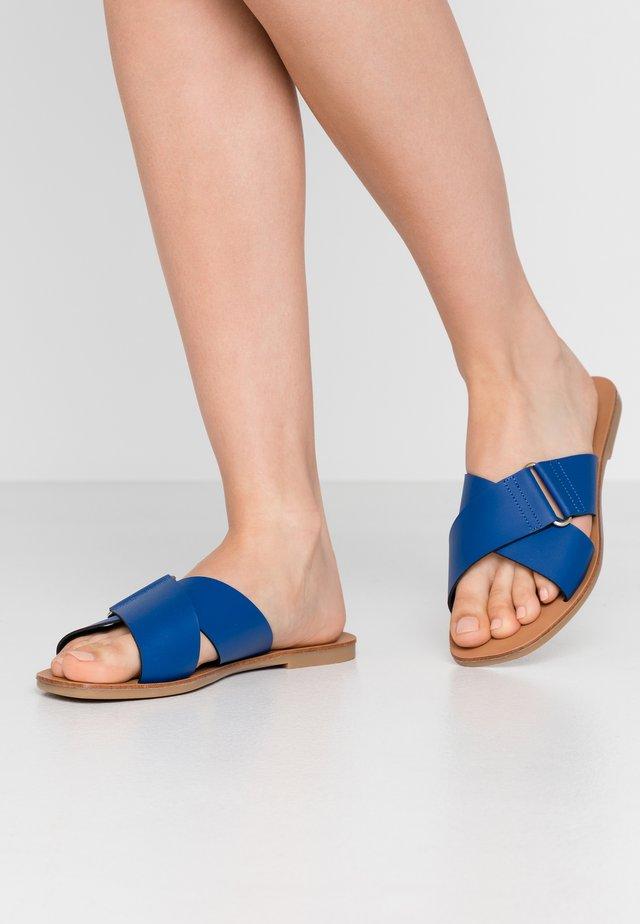 PSNEA  - Slippers - surf the web