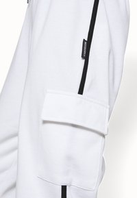 Missguided - CONTRAST PIPING - Tracksuit bottoms - white - 4