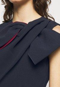 Roksanda - FLANDRE DRESS - Pouzdrové šaty - midnight/sangria - 8