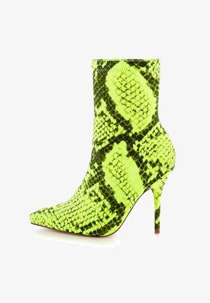 VELLETRI  - Enkellaarsjes met hoge hak - neon green