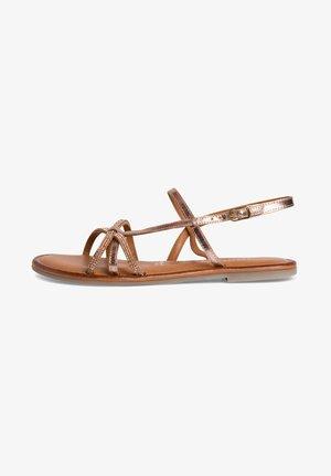Sandals - rose comb