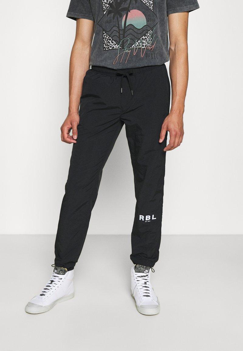 Redefined Rebel - RRHAYDEN PANTS - Tracksuit bottoms - black