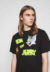 GCDS - TOM & JERRY TEE - Print T-shirt - black - 6