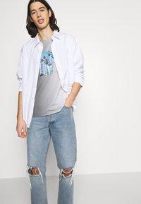 Jack & Jones - JORNEWSET TEE CREW NECK - Camiseta estampada - ombre blue - 3