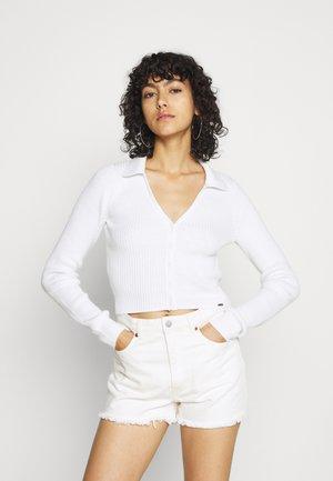 SLIM BUTTON - Chaqueta de punto - white