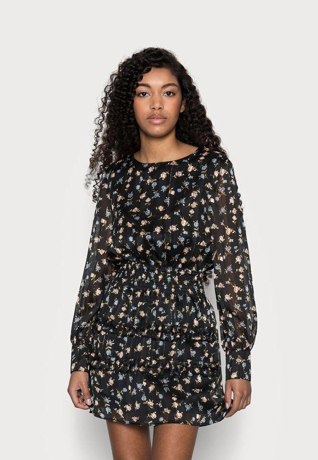 FLORAL SHIRRED WAIST MINI DRESS - Korte jurk - black
