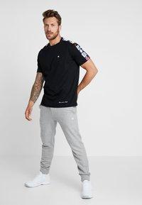 Champion - MLB MULTITEAM CREWNECK - Club wear - black - 1