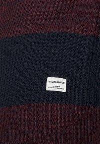 Jack & Jones - JJPANNEL CREW NECK - Trui - port royale - 4