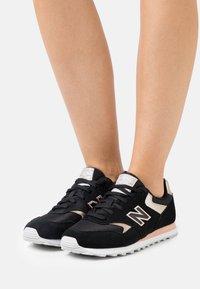 New Balance - WL393 - Zapatillas - black/gold - 0