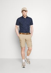 s.Oliver - CARGO - Shorts - brown - 1