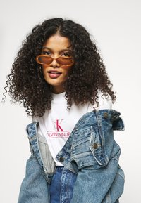 Calvin Klein Jeans - ARCHIVES TEE - Print T-shirt - bright white - 4