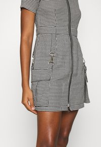 The Ragged Priest - HOUNDSTOOTH SHIRT DRESS STRAPPED POCKETS - Day dress - black/white - 5