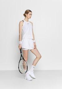 Nike Performance - SHORT - Sportovní kraťasy - white/black - 1