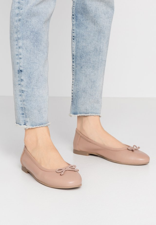 WIDE FIT  - Ballet pumps - nude