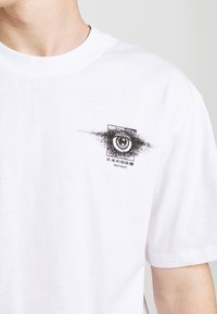Edwin - SUTURE UNISEX - Print T-shirt - white - 4