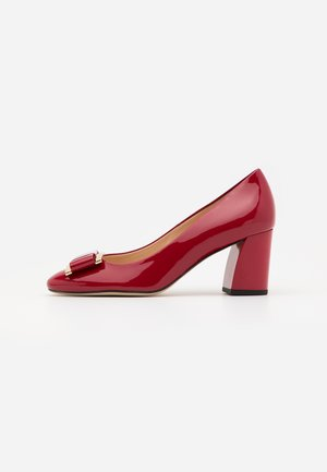 Pumps - cherry