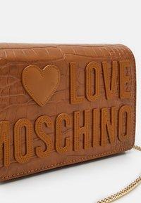Love Moschino - BORSA - Across body bag - camel - 4