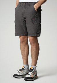 Napapijri - NOTO - Shorts - dark grey solid - 0
