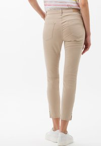 BRAX - STYLE SHAKIRA  - Jeans Skinny - sand - 2