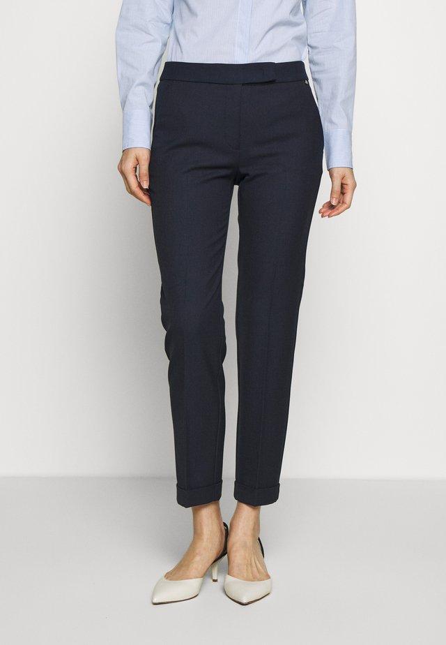 MONOPOLI - Spodnie materiałowe - navy blue pattern