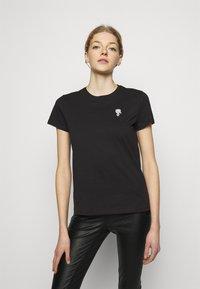 KARL LAGERFELD - MINI IKONIK KARL PATCH - T-Shirt print - black - 0
