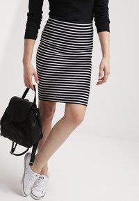 Zalando Essentials - Falda de tubo - black/white - 3