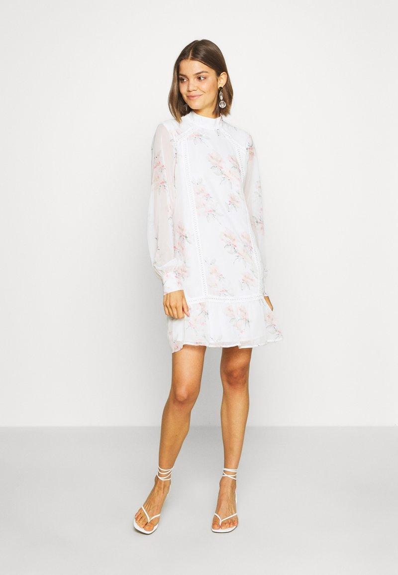 NA-KD - HIGH NECK CROCHET  - Sukienka letnia - light white