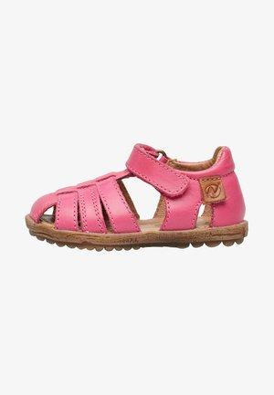 Walking sandals - fuchsie