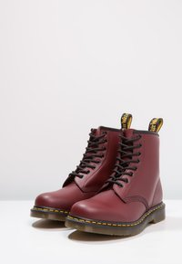 Dr. Martens - 1460  BOOT - Stivaletti stringati - cherry red rouge - 2