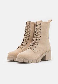 Vero Moda Wide Fit - VMLINETTE BOOT WIDE FIT VIP - Platform ankle boots - safari - 2