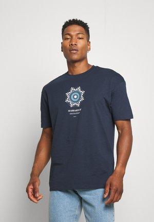JORCASABLANCA - Print T-shirt - navy blazer