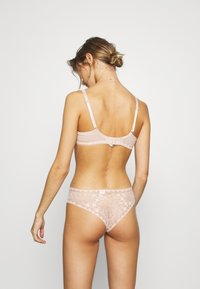 Chantelle - DAY TO NIGHT - Thong - beige doré - 2