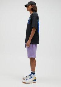 PULL&BEAR - Shorts - purple - 3
