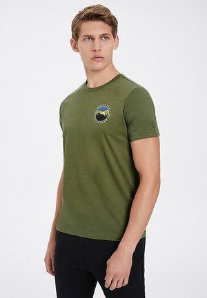 ALIVE - Print T-shirt - capulet olive