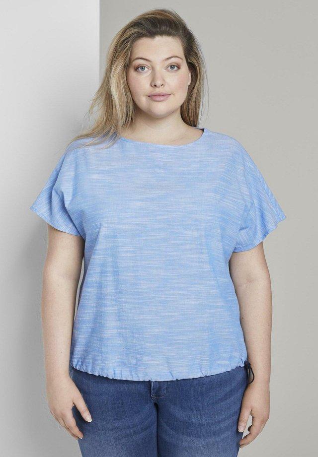 BLUSEN & SHIRTS CHAMBRAY-BLUSE - T-shirt con stampa - mid blue chambray