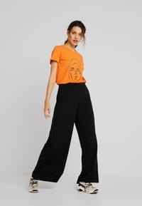 Kaffe - T-shirt imprimé - burnt orange - 1