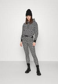 Calvin Klein Jeans - LOGO HOODIE - Hoodie - black/white - 1