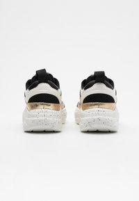 ONLY SHOES - ONLSANNA CHUNKY - Zapatillas - white/gold - 3
