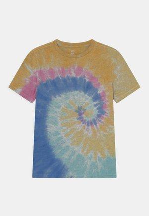 BOYS WASH EFFECT TEE - Print T-shirt - multi-coloured