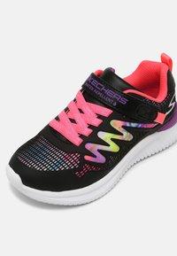 Skechers - JUMPSTERS - Zapatillas - black/multi - 6