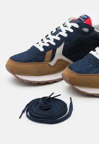 Pepe Jeans - BRITT MAN - Sneakers - dark denim - 5